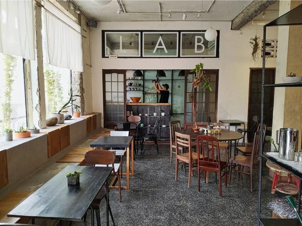 133 CO BAC Coffee Interior