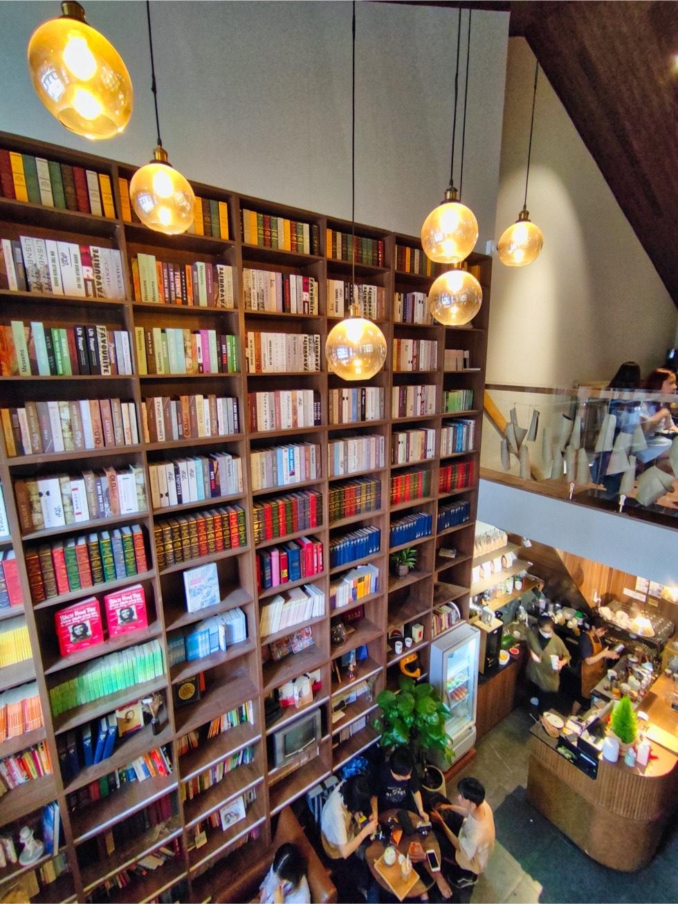 BAN Ca Phe Bookshelf