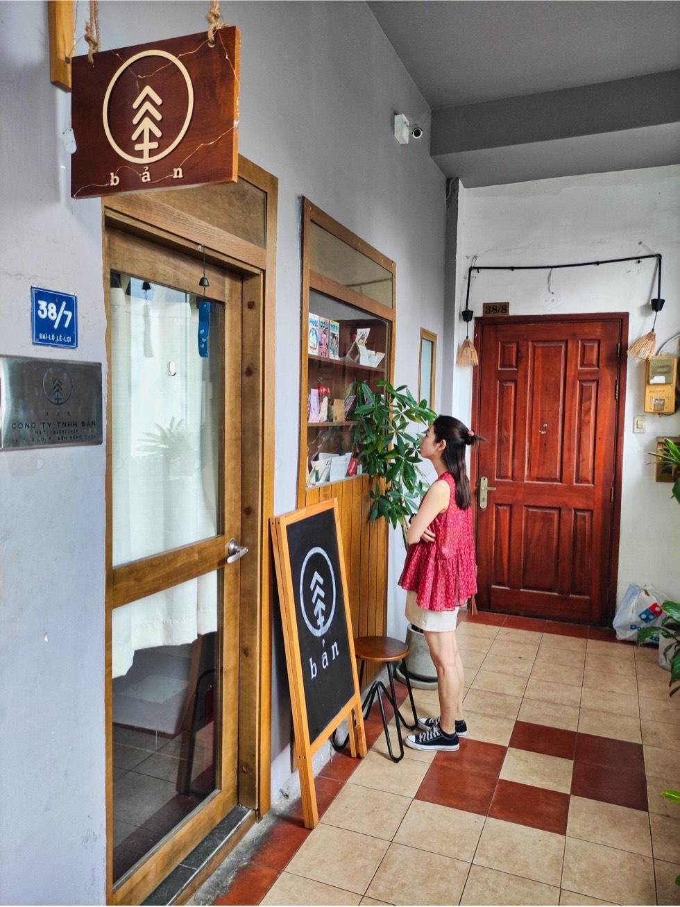 BAN Ca Phe Entrance