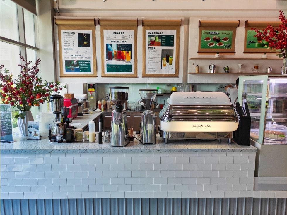 Circle Coffee Counter