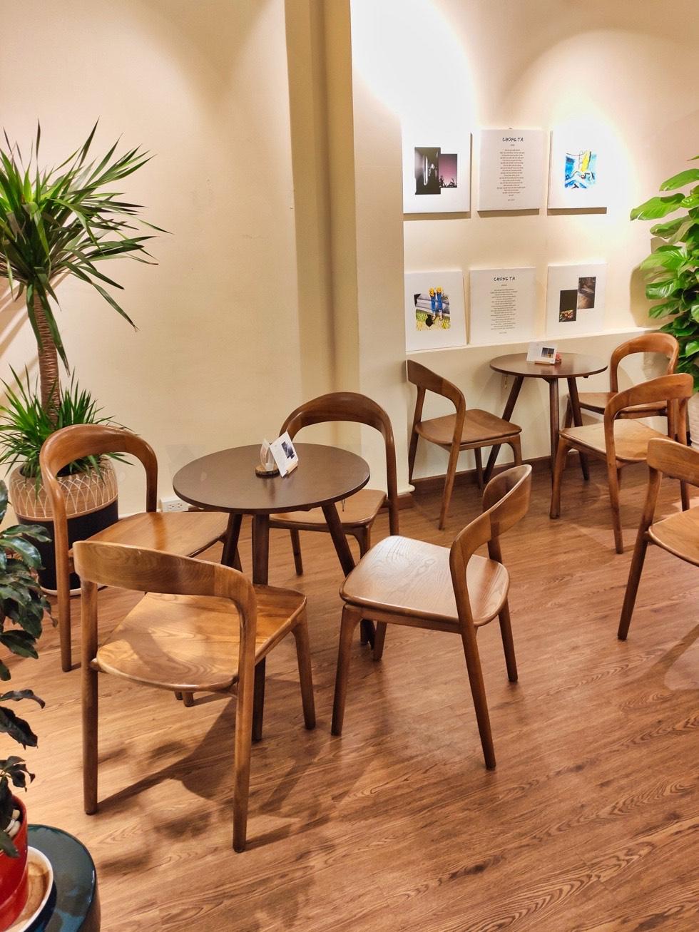 Hôm Nay Cafe Seating