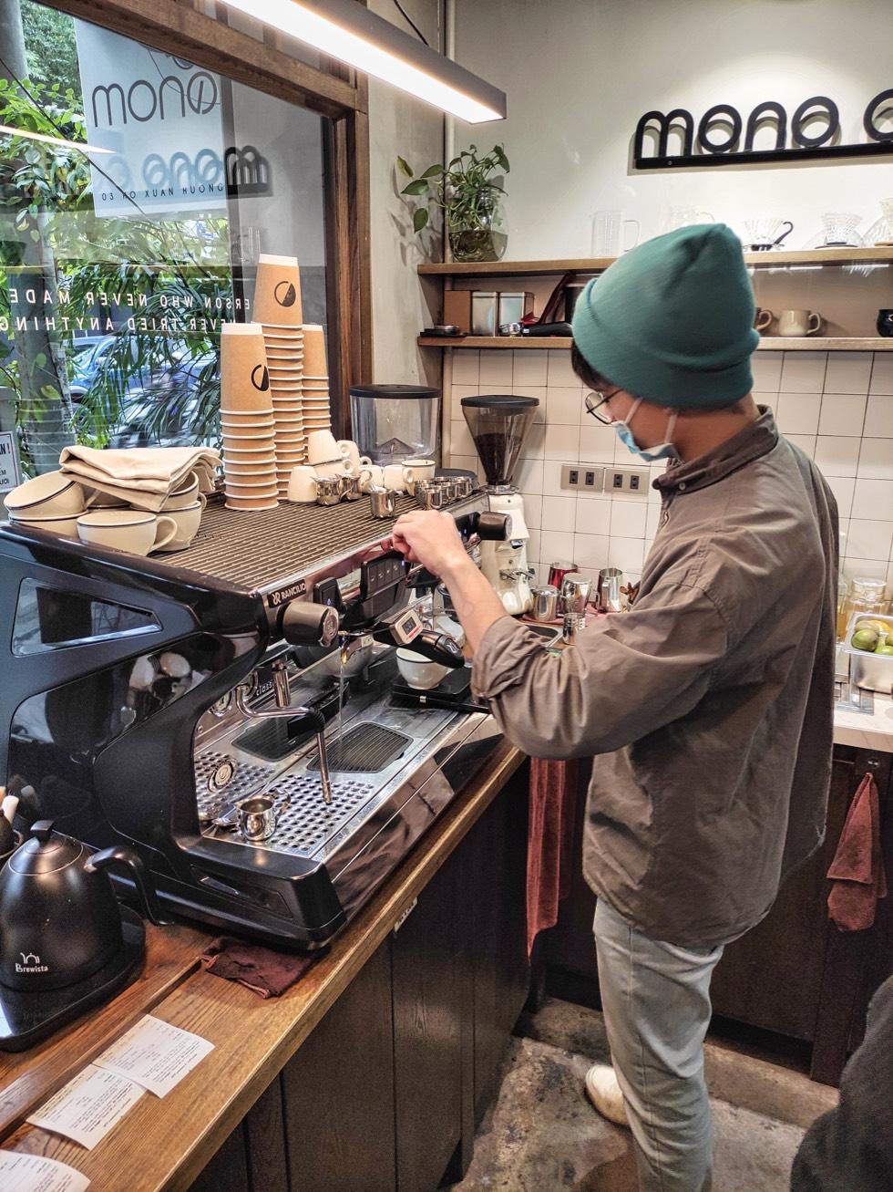 MONO Coffee Lab Brewing