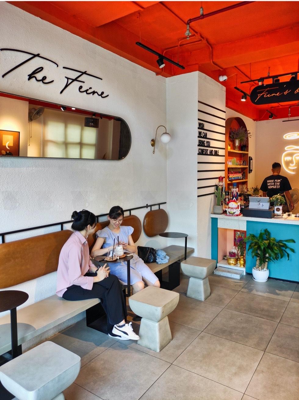 The Feine Cafe Decor