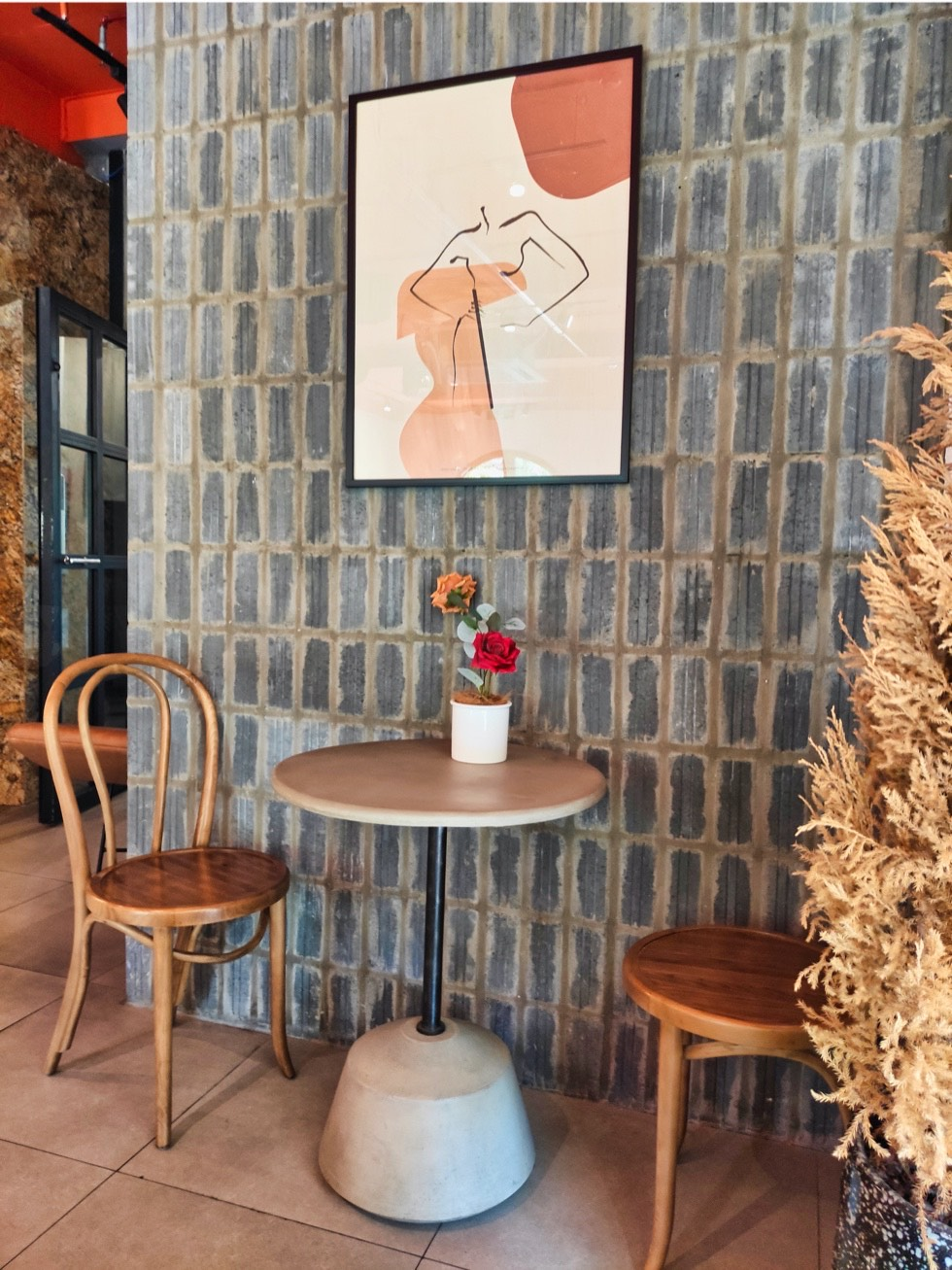 The Feine Cafe Seating